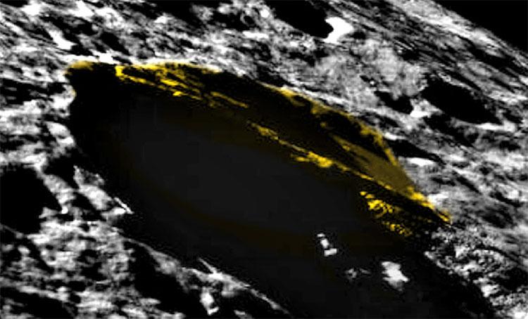 Khối vật thể lạ hình tam giác trên Mặt trăng.
