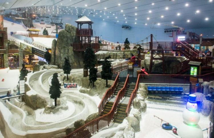 Ski Dubai, khu nghỉ mát trượt tuyết trong nhà đầu tiên ở Trung Đông.