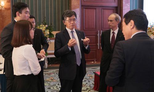 Các chuyên gia và đại biểu trao đổi về công nghệ rửa đất trong chiều 4/9 tại Hà Nội.