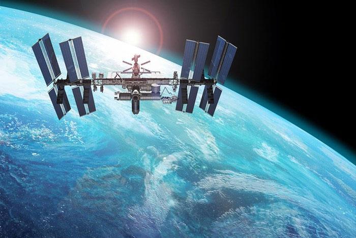 Trạm Vũ trụ Quốc tế (ISS) hoạt động ngoài không gian