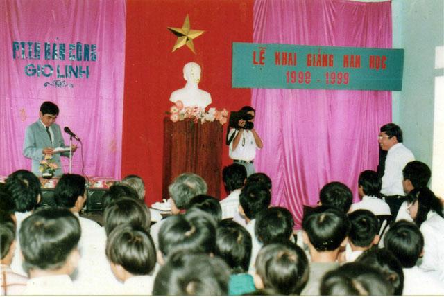 Lễ khai giảng năm học 1998-1999 của Trường THPT Nguyễn Du, Quảng Trị