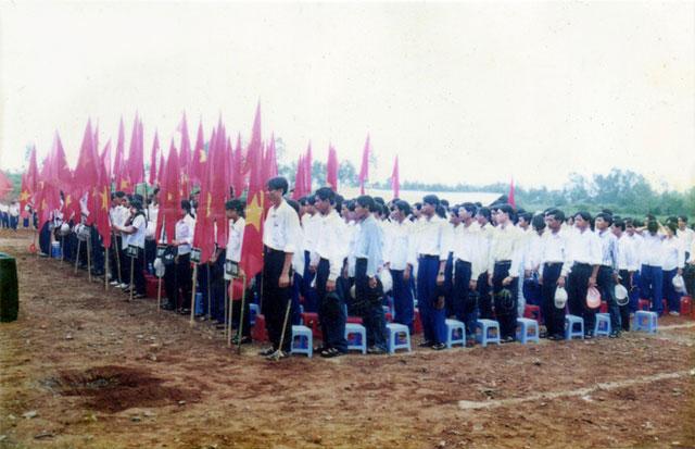 Lễ khai giảng năm học 2000-2001 của Trường THPT Nguyễn Du, Quảng Trị.
