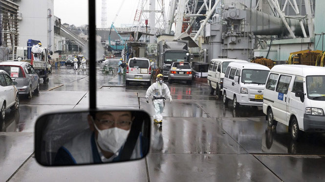 Công tác dọn rác phóng xạ được triển khai tại nhà máy điện Fukushima.