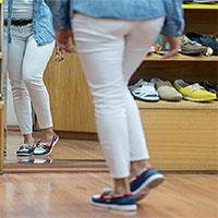 Bạn có thể bị nhiễm trùng máu khi thử giày mà không đi tất không?