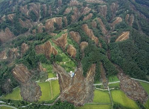 Hàng loạt vụ lở đất kinh hoàng ở Atsuma
