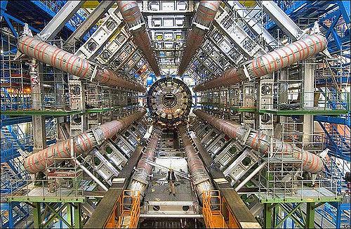 Máy gia tốc hạt lớn (LHC)