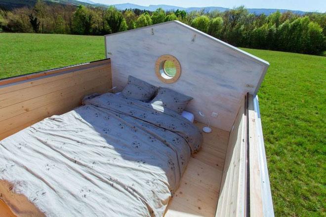 Gác xép vẫn có thể đặt một chiếc giường đôi cho hai người cùng ngắm trời sao