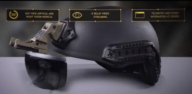Chiếc kính thực tế ảo đóng vai trò truyền hình ảnh từ bên ngoài tới các binh sĩ bên trong xe tăng.