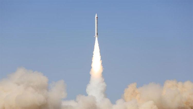 Tên lửa SQX-1Z được phóng lên từ bãi phóng ở Tửu Tuyền, Cam Túc