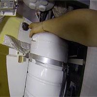 Bằng một video thực tế, phi hành gia Nga dập tắt tin đồn lấy tay bịt lỗ thủng trên ISS