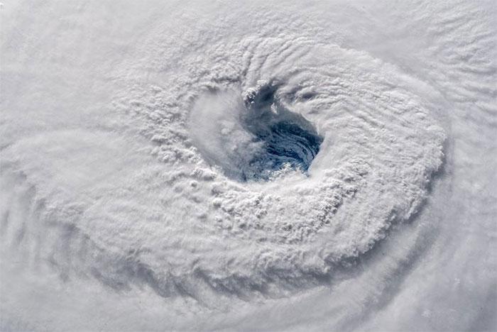 Những bức ảnh ghi lại toàn cảnh siêu bão Florence được Gerst chụp từ ISS khi trạm vũ trụ