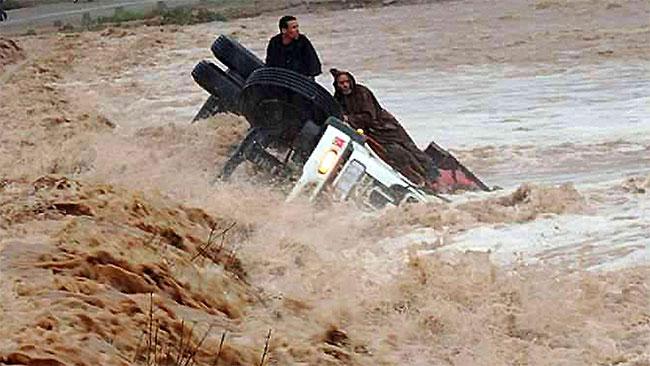 Lũ quét ở Morocco sáng 23/9/2014 cuốn phăng ô tô xuống sông