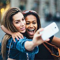 """Nghiên cứu khẳng định: Phụ nữ càng chụp nhiều ảnh """"tự sướng"""" sẽ càng nhiều tiền!"""