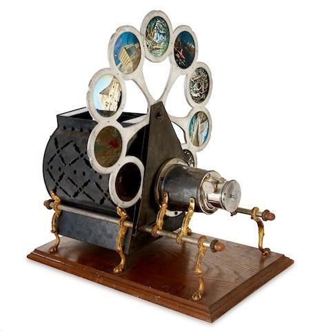"""Một chiếc """"Đèn lồng ma thuật"""" sản xuất năm 1890"""