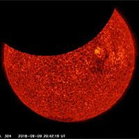 """Ảnh độc từ NASA: 2 lần """"nhật thực"""" trong vòng 6 giờ!"""