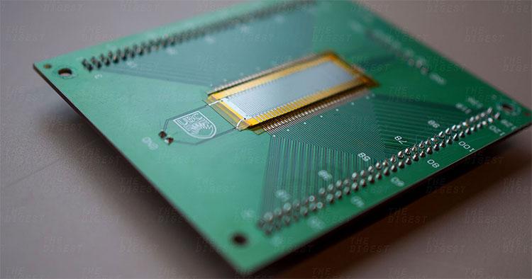 Thiết bị siêu âm vô cùng nhỏ gọn do các nhà nghiên cứu tại UBC chế tạo.