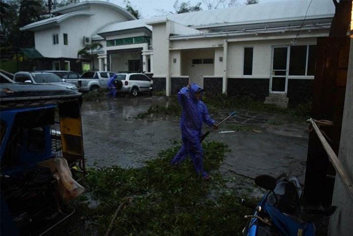 Công tác dọn dẹp nhanh chóng được triển khai vào sáng sớm 15/9 để khắc phục hậu quả cơn bão.