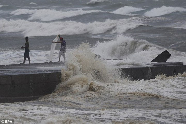 Cơ quan khí thượng Philippines cảnh báo về khả năng nước dâng trong bão lên tới 5m dọc theo bờ biển tỉnh Cagayan và Isabela.