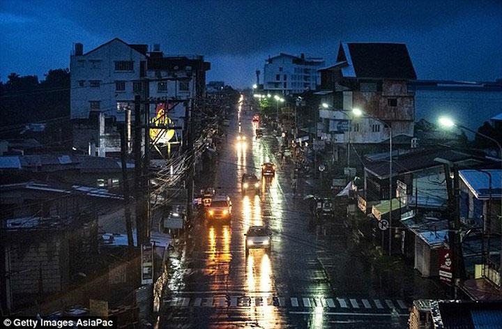 Cơn bão gây mất điện ở một số khu vực.