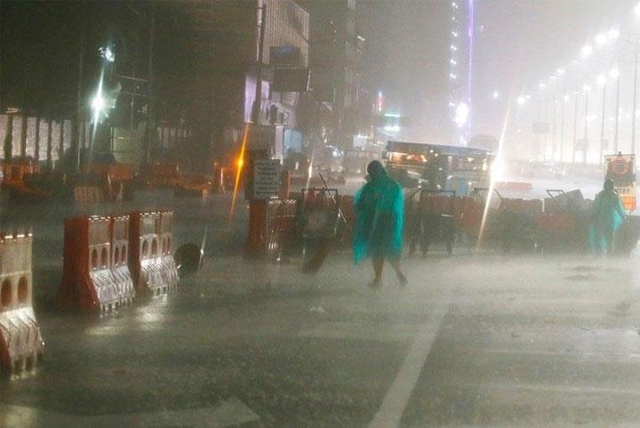 Mưa lớn có thể gây lở đất và lụt lội ở một số khu vực.