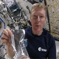 Các phi hành gia pha chế cà phê như thế nào khi ở ngoài không gian?