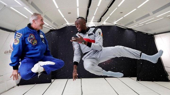 Usain Bolt thi đấu với hai phi hành gia trong môi trường không trọng lực.