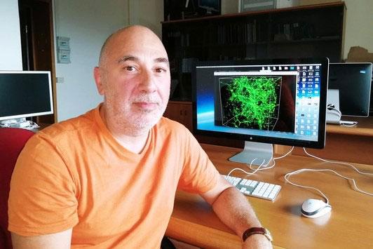 Fabrizio Nicastro sử dụng ánh sáng từ ẩn tinh để tìm lượng vật chất còn thiếu.