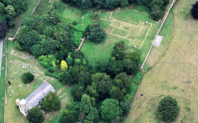 Hình ảnh khu vực sau khi được dọn dẹp sạch sẽ để phục vụ mục đích khảo cổ