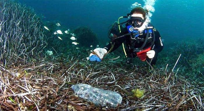 99,99% số rác thải nhựa đang ẩn giấu sâu dưới đáy đại dương.