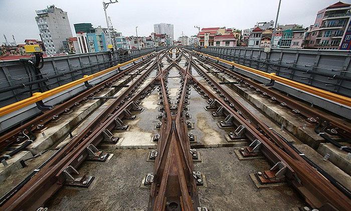 Những ngày đầu, các đoàn tàu có thời gian giãn cách là 10-12 phút/chuyến