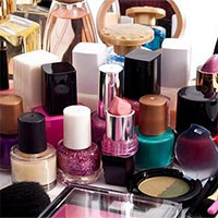 Một số hóa chất trong mỹ phẩm làm đẹp của chị em có thể gây ung thư vú