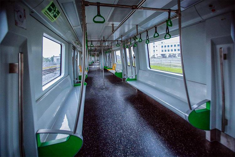 Mỗi đoàn tàu có 4 toa với sức chứa khoảng 1.000 khách.