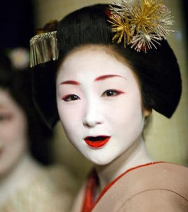 Nhuộm răng đen là tập tục lâu đời ở Nhật Bản