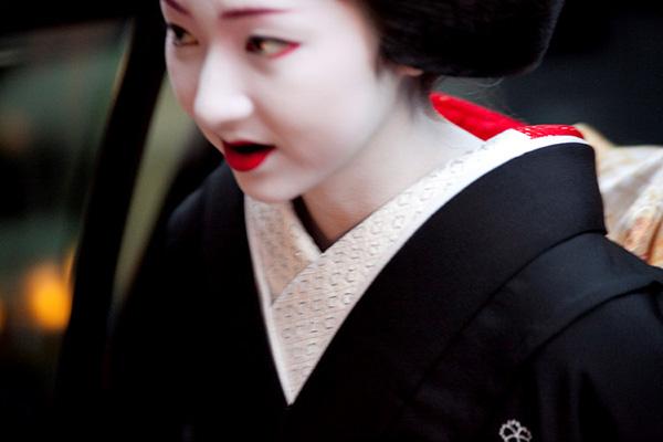 Tập tục này phổ biến ở mọi tầng lớp xã hội từ geisha, kỹ nữ cho đến phụ nữ thuộc tầng lớp quý tộc