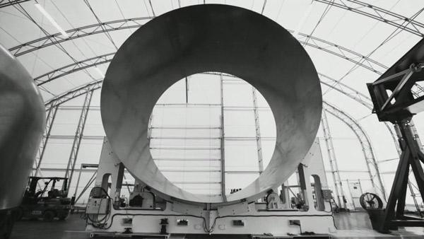 Phần thân rỗng bằng hợp chất sợi carbon của tên lửa BFR sau khi đã hoàn thành