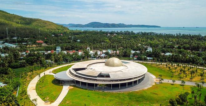 Tổ hợp không gian khoa học  bao gồm các hạng mục nhà mô hình vũ trụ, bảo tàng khoa học và đài quan sát thiên văn