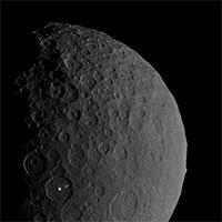 Khám phá sửng sốt núi lửa băng đá cổ quanh hành tinh lùn