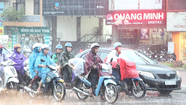 Hà Nội có mưa, mưa rào và có nơi có dông. Trời rét đậm.