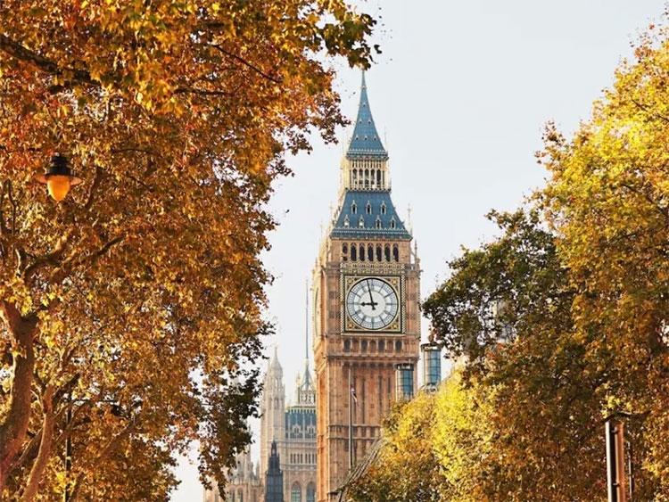 Một chuyến dã ngoại mùa thu ở Vương quốc Anh không thể thiếu việc tham quan công viên Hyde rợp lá vàng đỏ.