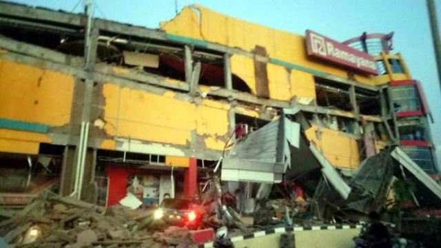 Động đất gây sập nhiều công trình ở Palu, Indonesia.