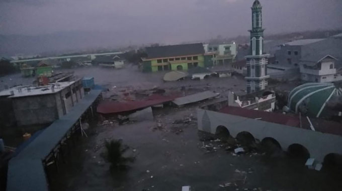 Khu vực gần bờ biển thành phố Palu bị sóng thần quét qua tối 28/9.