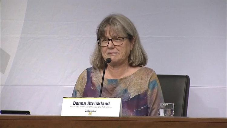 Nhà nghiên cứu Donna Strickland.