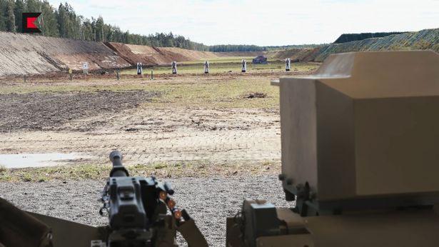 Robot biết tự khai hỏa tiêu diệt mục tiêu.