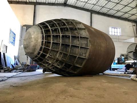 Phần kết cấu đầu tàu đã thành hình.