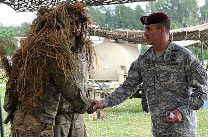 Lính bắn tỉa Mỹ mặc Ghillie.