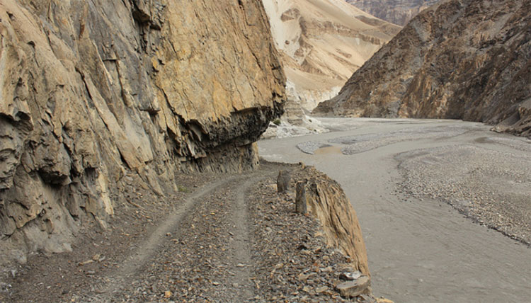 Con đường xuyên núi