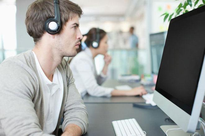 Nghe nhạc khi văn phòng ồn