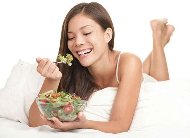 Chế độ ăn uống đóng một vai trò lớn trong chất lượng giấc ngủ.
