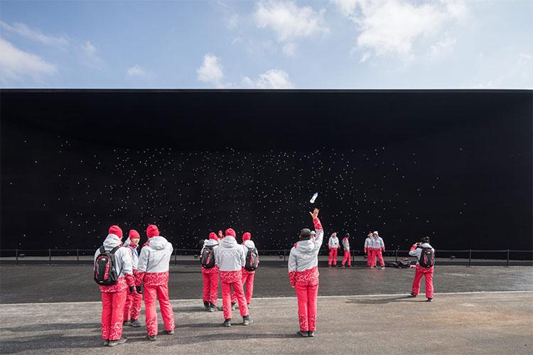 Bức ảnh được chụp bởi nhiếp ảnh gia người Đức tại Vantablack Pavilion, Pyeongchang, Hàn Quốc