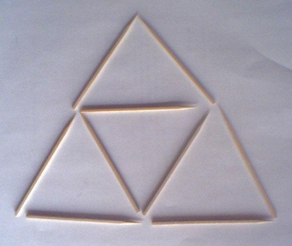 Có bao nhiêu hình tam giác trong tấm ảnh này?